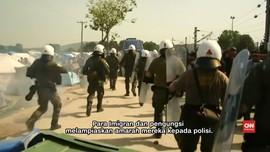 Coba Diusir, Pengungsi Bentrok dengan Polisi di Yunani