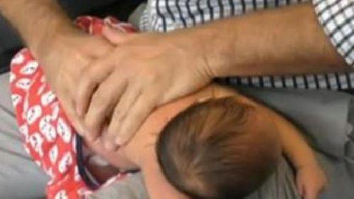 Sembuhkan Bayi Kolik dengan Chiropractic, Dokter Ini Tuai Kontroversi