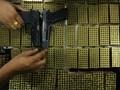 Warga Venezuela Tukarkan Senjata dengan Alat Rumah Tangga