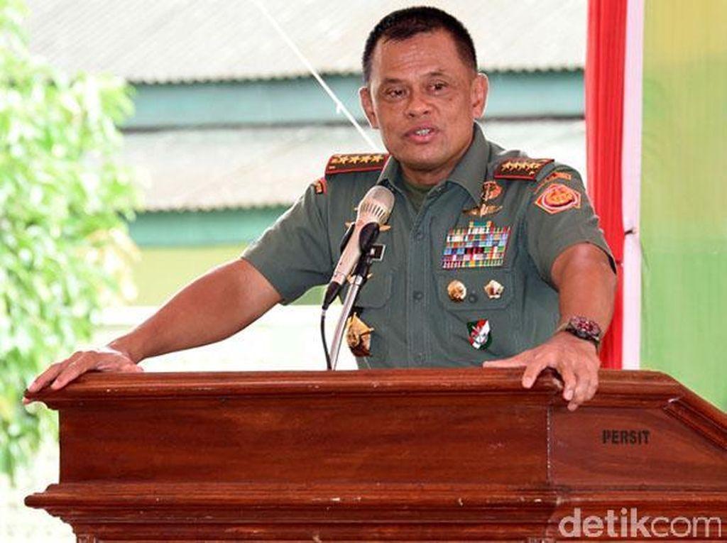 Jenderal Gatot memberikan pengarahan prajurit TNI.