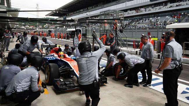 Sesi latihan bebas tak berjalan mulus sepenuhnya. Di FP1 Rio yang mengalami masalah pada mobilnya bahkan hanya menjalani kurang dari 15 mennit. (Dok. Manor Grand Prix Racing Ltd)