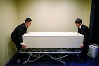 20.000 Orang meninggal tiap tahunnya di Jepang. Diperkirakan pada tahun 2040, 1,7 juta orang Jepang meninggal tiap tahun. (Foto: Thomas Peter/Reuters)