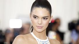 Kendall Jenner Kedapatan Bermesraan dengan Anwar Hadid