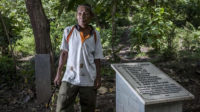Sebelum dibangun batu nisan, oleh warga lokasi ini hanya diberi tumpukan batu melingkar dengan ditanami pohon jarak di tengahnya. (Getty Images/Ulet Ifansasti)