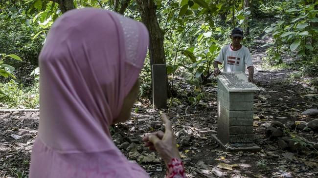 Sesekali masih ada kerabat yang mengunjungi tempat tersebut. Mereka yakin keluarga mereka yang dimakamkan di tempat itu. (Getty Images/Ulet Ifansasti)