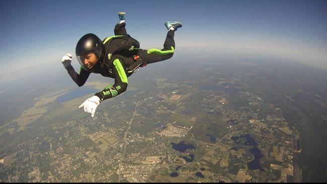 Perlu Parasut Senilai Rp109 Juta untuk Berselancar di Udara