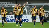 Gol penalti itu membuat total koleksi Luca Toni menjadi 324 gol, dengan 157 di antaranya dicetak di Serie-A dan 60 gol di Liga Jerman. (Dino Panato/Getty Images)