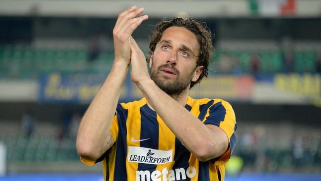 Luca Toni mengatakan bahwa pertandingan itu adalah salah satu momen tersedih dalam hidupnya karena ia harus melepaskan sepak bola. (Dino Panato/Getty Images)