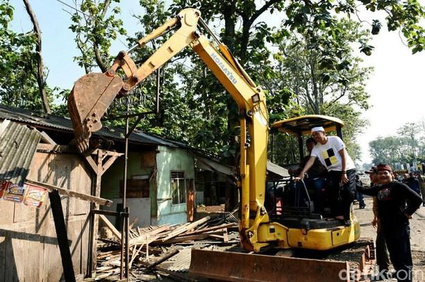 Bupati Purwakarta Pantau Penertiban Bangunan Liar