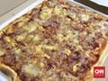 Sensasi Makan Pizza Berukuran Sentimeter hingga Inchi