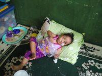 Siti mengisahkan Haura memiliki sejumlah cacat bawaan lahir. Kondisi ini membuat Haura tidak memiliki langit-langit mulut, bibir sumbing, tumor di dekat mata, jari tangan dan kaki yang menempel serta gangguan jantung dan lambung.