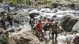 Lima Tewas Akibat Banjir Bandang di Subang