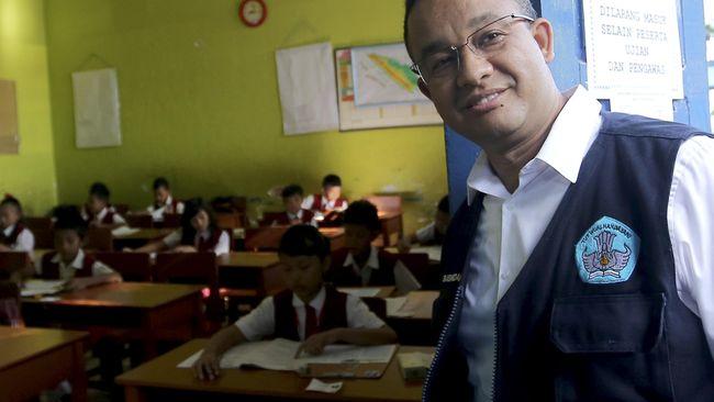 Anies Imbau Orang Tua Antarkan Anak di Hari Pertama Sekolah
