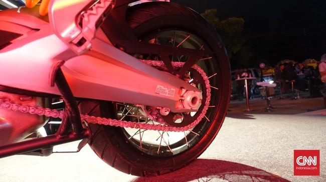 Multistrada 1200 Enduro menggunakan ban belakang Pirelli Scorpion Trail II 170/60 ZR17. Foto: CNN Indonesia/Aqmal Maulana