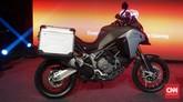 DucatiMultistrada 1200 Enduro punya perawakan yang cukup besar. Ini karena motor tersebut memang dirancang untuk segala medanFoto: CNN Indonesia/Aqmal Maulana