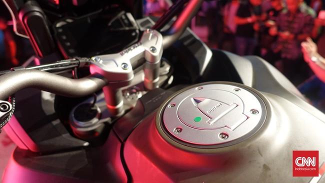 Dengan bodi yang besar, tangki Multistrada 1200 Enduro bisa menampung bensin hingga 30 liter. Foto: CNN Indonesia/Aqmal Maulana