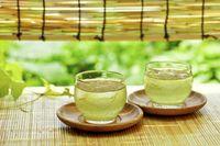Beberapa penelitian telah membuktikan bahwa teh hijau mengandung tiga kali jumlah katekin yang ditemukan dalam teh hitam. Para ahli merasa bahwa teh hijau dapat memperlambat atau mencegah kanker usus besar, kanker hati, kanker payudara dan kanker prostat. Foto: Thinkstock