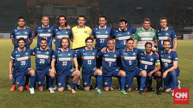 Alessandro del Piero dan sang pelatih arsitek legendaris Marcello Lippi membuat penonton kecewa karena tidak hadir dalam tersebut. Del Piero memang sempat ke Jakarta namun terbang kembali ke negaranya menyaksikan Copa Italia. (CNN Indonesia/Andry Novelino)