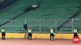 Namun Stadion GBK sendiri terlihat kosong melompong pada Sabtu malam itu. Hanya beberapa bagian tribun yang terisi. (CNN Indonesia/Andry Novelino)