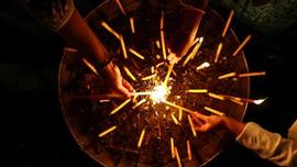 Harapan Dunia Seiring Nyala Api Waisak