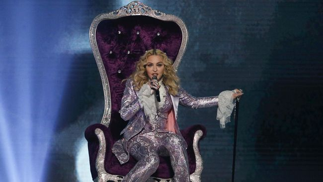 Madonna Diminta Nyanyikan Lagu Anti-Trump