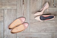 Orang yang rentan mengalami asam urat bisa mempunyai kemungkin mengidap masalah tersebut dengan pememakaian sepatu yang salah. Trauma pada salah satu bagian kaki adalah penyebabnya. (foto: ilustrasi/thinkstock)