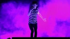 Troye Sivan Segera Rilis Lagu Duet Bareng Ariana Grande