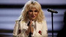 Kesha Tunda Konser karena Cedera Lutut