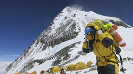 China Membatasi Jumlah Pendaki ke Everest