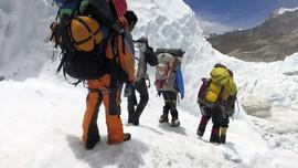 Mendaki Puncak Everest Demi Berpisah dengan Duka
