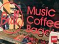 Menikmati Pagi di Toko Kopi dan Musik 'Brill'