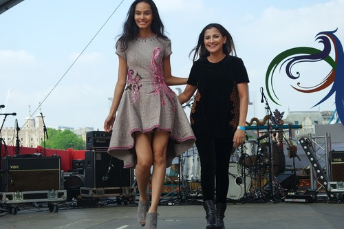 Poppy Karim Kawinkan Batik dan Teknik Bordir di Indonesian Weekend