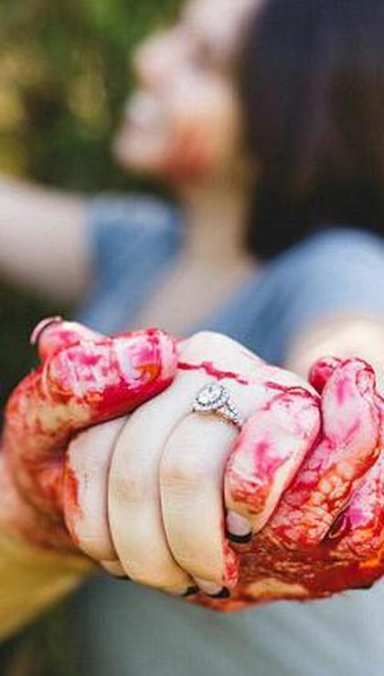 Kreatif atau Menyeramkan? Pasangan Buat Foto Prewedding ...