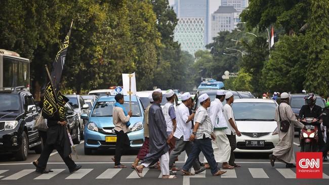 Demonstran anti Partai Komunis Indonesia sempat membuat macet jalanan. (CNN Indonesia/Adhi Wicaksono).