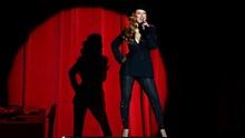 Sakit, Christina Aguilera Dua Kali Tunda Pertunjukan