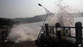 BNPB Jelaskan Beda Tsunami dan Gelombang 6 Meter di Banten