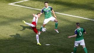 Babak I: Belum Ada Gol di Laga Polandia vs Irlandia Utara
