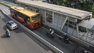 Cegah Corona, TransJakarta Setop Isi Ulang e-Money di Halte