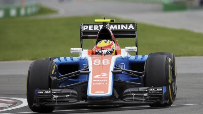 Sayang di sesi balap, Minggu (12/6), Rio Haryanto tak bisa tampil maksimal. Ia finis di posisi ke-19, atau buncit. Rio bahkan terpaut kalah hingga dua lap dari juara dalam grand prix di Kanada, Lewis Hamilton. (Dok. Manor Grand Prix Racing Ltd)