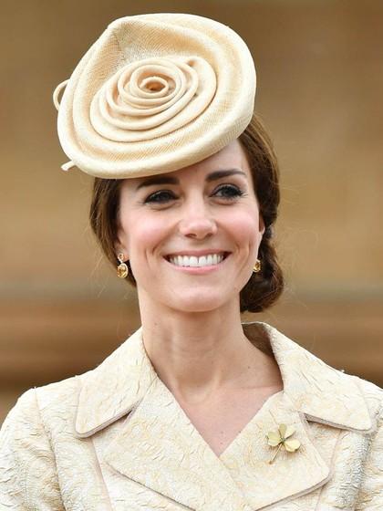 Pakai Topi Mirip Kue, Kate Middleton Malah Jadi Bahan Meme