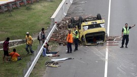 Kecelakaan Tol Cipali Libatkan Bus dan Truk, 2 Orang Tewas
