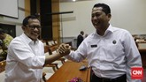Komjen Budi Waseso menyatakan rekannya, Komjen Tito Karnavian, patut terpilih sebagai kandidat Kapolri, dan tak perlu dititipi pesan macam-macam sebagai calon pemimpin. Buwas yakin, Tito sudah paham tugas di hadapannya. (CNN Indonesia/Safir Makki)