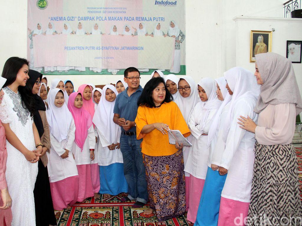 PT Indofood Sukses Makmur Tbk menyelenggarakan seminar dan edukasi mengenai perbaikan gizi dan kesehatan bagi remaja putri yang diikuti oleh sekitar 250 santriwati. Istimewa.