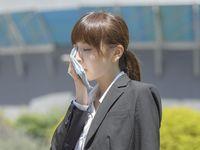 Michael J. Breus, PhD, seorang pakar di bidang kesehatan tidur menyebutkan bahwa dehidrasi hingga kulit bibir mengering adalah tanda bahwa tubuh mulai tumbang.