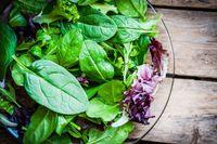 Sertakan lebih banyak sayuran berdaun hijau dalam makanan Anda untuk penguat energi sepanjang hari. Makanlah banyak bayam, brokoli, kacang polong hijau. Foto: Thinkstock