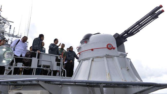Rapat di Atas Kapal Perang di Natuna, Jokowi 'Gertak' China