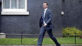 Theresa May Tunjuk Jeremy Hunt Jadi Menlu Inggris