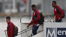 Foto-foto Kepulangan Skuat Inggris Disambut Hujan