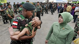Prajurit TNI Jadi Guru SD di Perbatasan RI-Papua Nugini