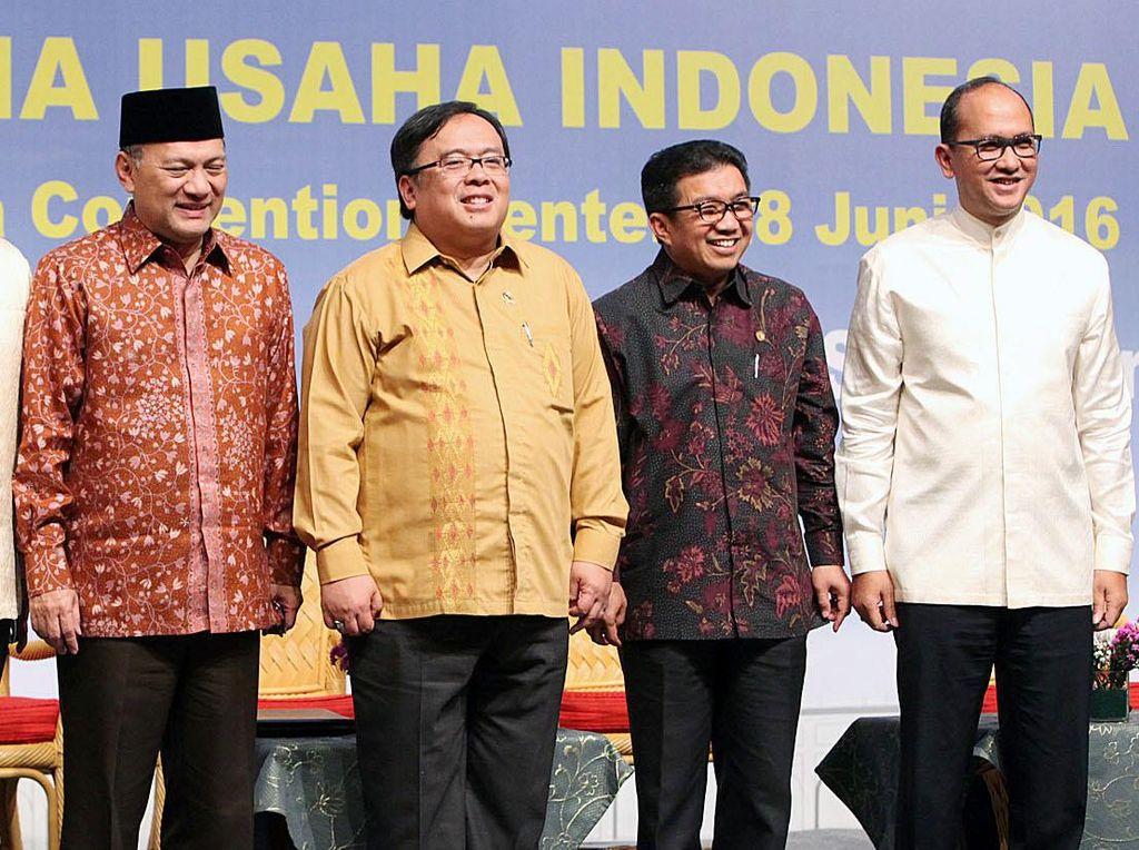 Hadir Ketua Umum Kadin Indonesia Rosan P Roeslani, Gubernur BI Agus Martowardojo, Ketua OJK Muliaman Hadad, dan Menkeu Bambang Brodojonegoro. Pool/dok. Kadin.